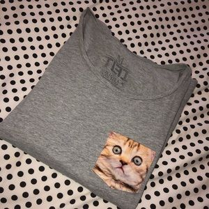 Grey t-shirt with 🐱 pocket